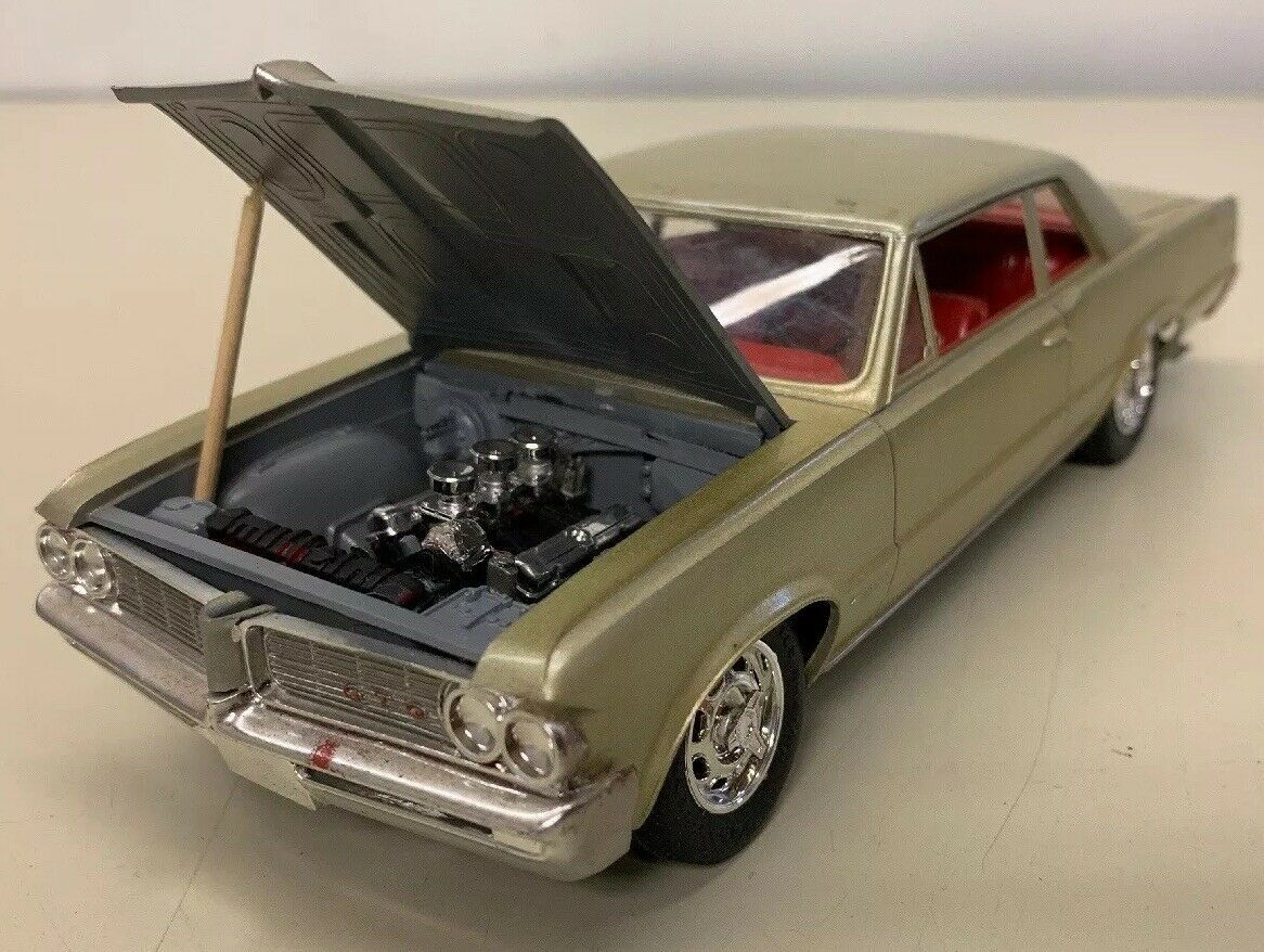 1964 Pontiac GTO Built Model Kit Nicely Detailed 1/25 Gold Red