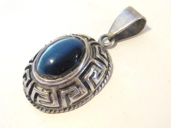 Vintage sterling silver Blue Cat's Eye pendant