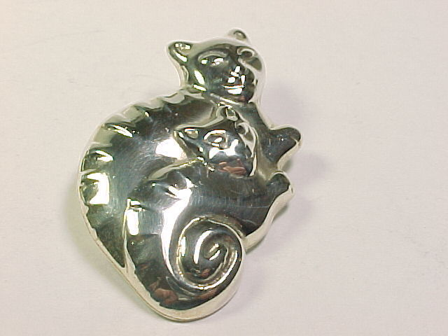 TWO CATS STERLING SILVER Vintage BROOCH Pin - 2 inches across - FREE SHIPPING