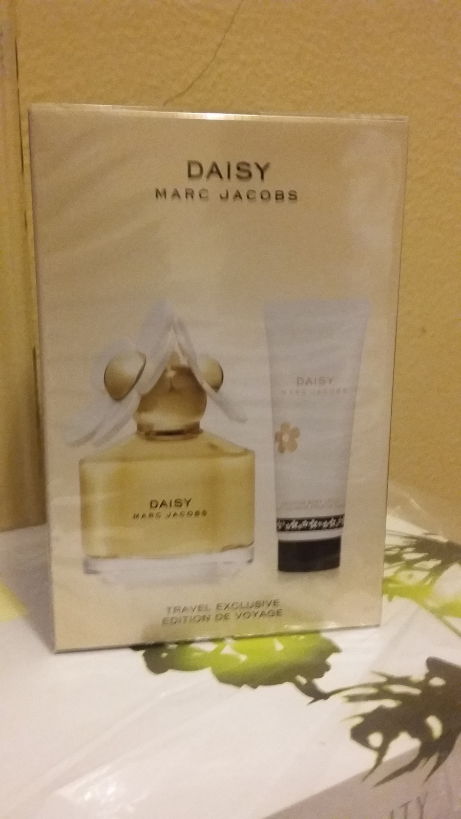 Marc Jacobs Daisy Perfume 3.4 Oz Eau De Toilette Spray 2 Pcs Gift Set