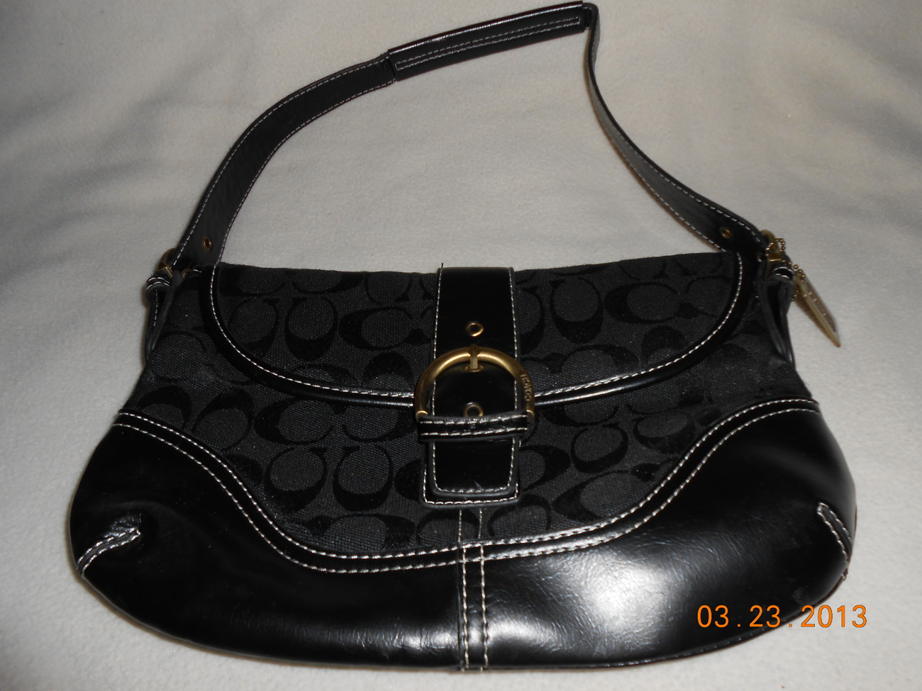 Primary image for cute new condition black LEATHER purse w/ buckle medium size NAME BRAND