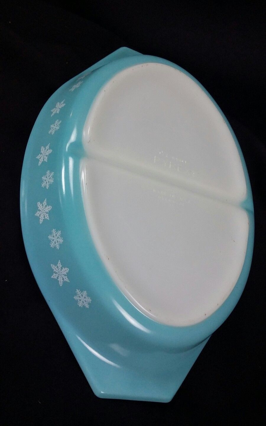 Vintage Pyrex Covered Divided Casserole Dish Turquoise Snowflake 1.5 Qt  USA image 4