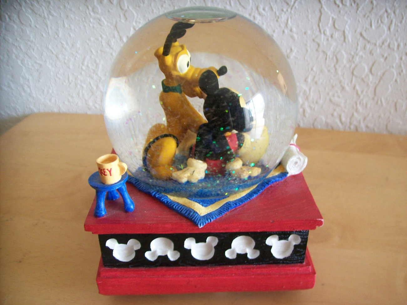 """Disney Mickey and Friends """"Mickey and Pluto"""" Musical Snowglobe"""