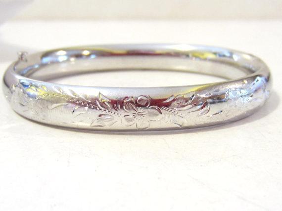 Vintage sterling silver Carved Puffy bracelet