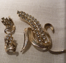 Sarah Coventry Radiance Gold Tone Rhinestone Corn Husk Brooch & Earring Set - $25.98