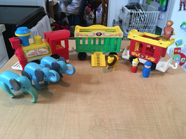 Vintage FISHER PRICE LITTLE PEOPLE Circus Train 991 - $30.97