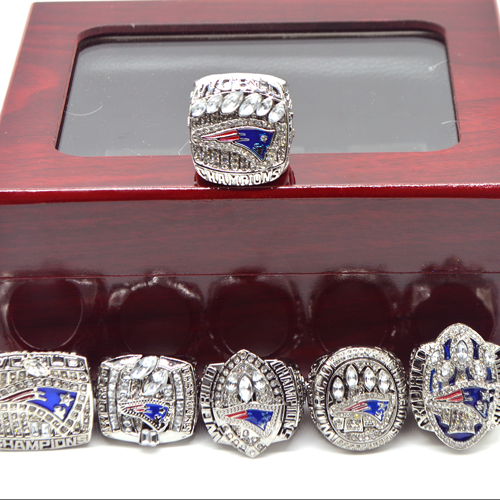 New England Patriots Super Bowl Championship Ring Set (Size 8-14) In Display Box