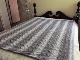 "Ultraplush Soft Plush Throw Blanket Warm Gray White Zig Zag Velvet 52""x 60"" - $41.77 CAD"