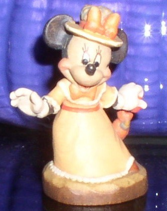 Disney Minnie Mouse miniature w/ unbrella  Anri  made in Italy Woodcarving