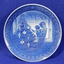 Royal Copenhagen Denmark 1981 ADMIRING THE CHRISTMAS TREE Plate Blue Whi... - $12.50