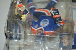 2005 McFarlane NHL Legends Series 2 Wayne Gretzky #99 Edmonton Oilers Figure image 5