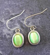 STUNNING VINTAGE ESTATE GREEN CAT'S EYE SILVER TONE SMALL EARRINGS - $3.00