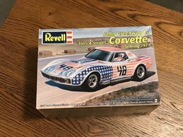 Revell Chevrolet Corvette Sebring Model Car Kit Stars & Stripes Chevy US... - $59.36