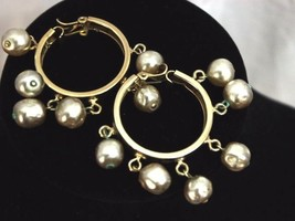 Vintage Faux Fresh Water Pearl Round Earrings Off-White 10mm Gold Tone C... - $13.52