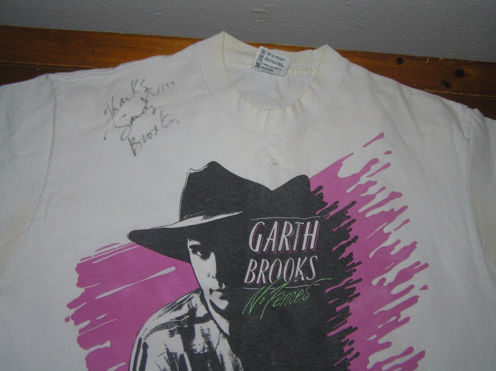 07cbf954 Vintage GARTH BROOKS No Fences White T-Shirt Autographed by First Wife