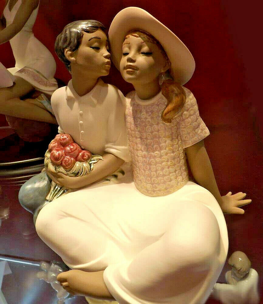 Primary image for Nao by Lladro 02012012 STEALING A KISS  Porcelain Figurine Gres New