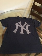 New York Yankees Blue MLB Genuine Merchandise Logo T-Shirt Medium Good Condition - $11.76