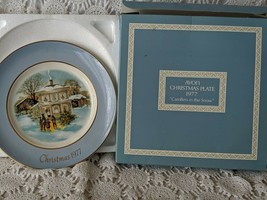 Avon Christmas Collector Plate 1977 Carollers In The Snow - $7.75
