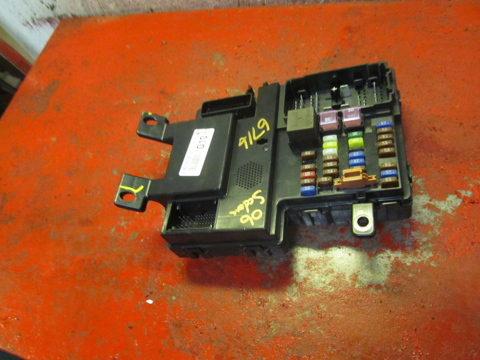 08 07 06 KIA Sedona interior fuse relay box panel 91955-4d100