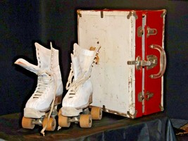 5 1/2 Women's Roller Skates with red and white case AA19-1592 Vintage image 2