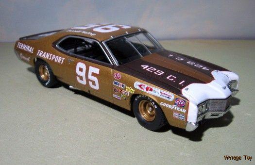 ~ Darrel Waltrip  VINTAGE NASCAR  1971 Mercury Cyclone  1:24 diecast race car