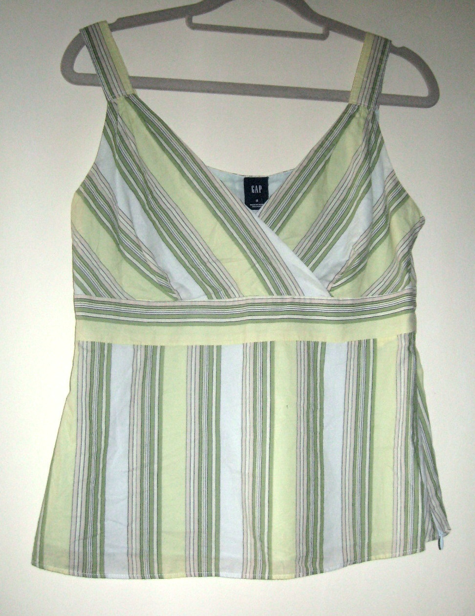 LADIES COTTON TOP BY GAP, SIZE SMALL, LIGHT GREEN, GREEN & BEIGE SLIM STRIPES
