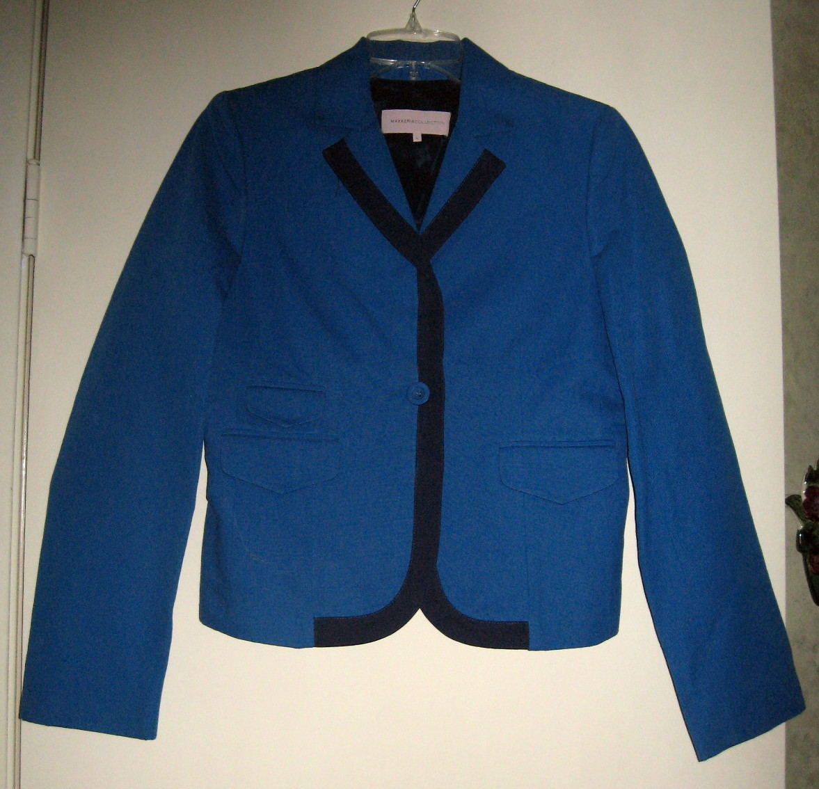 LADIES DESIGNER BLAZER, MAXAZRIA COLLECTION SIZE SMALL