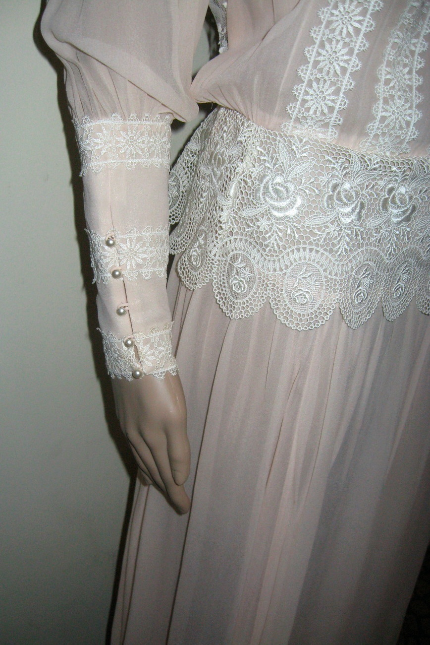 Vintage Jessica McClintock dress, Long Sleeves, Lace, Buttons & Hooks BEAUTIFUL!