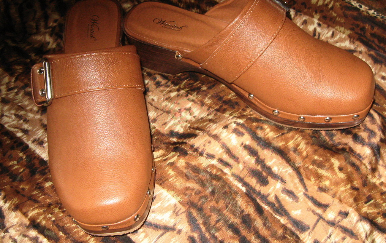"Womans Wanted Brand Carmel ""Lazy"" Clogs Size 7 NWOB"