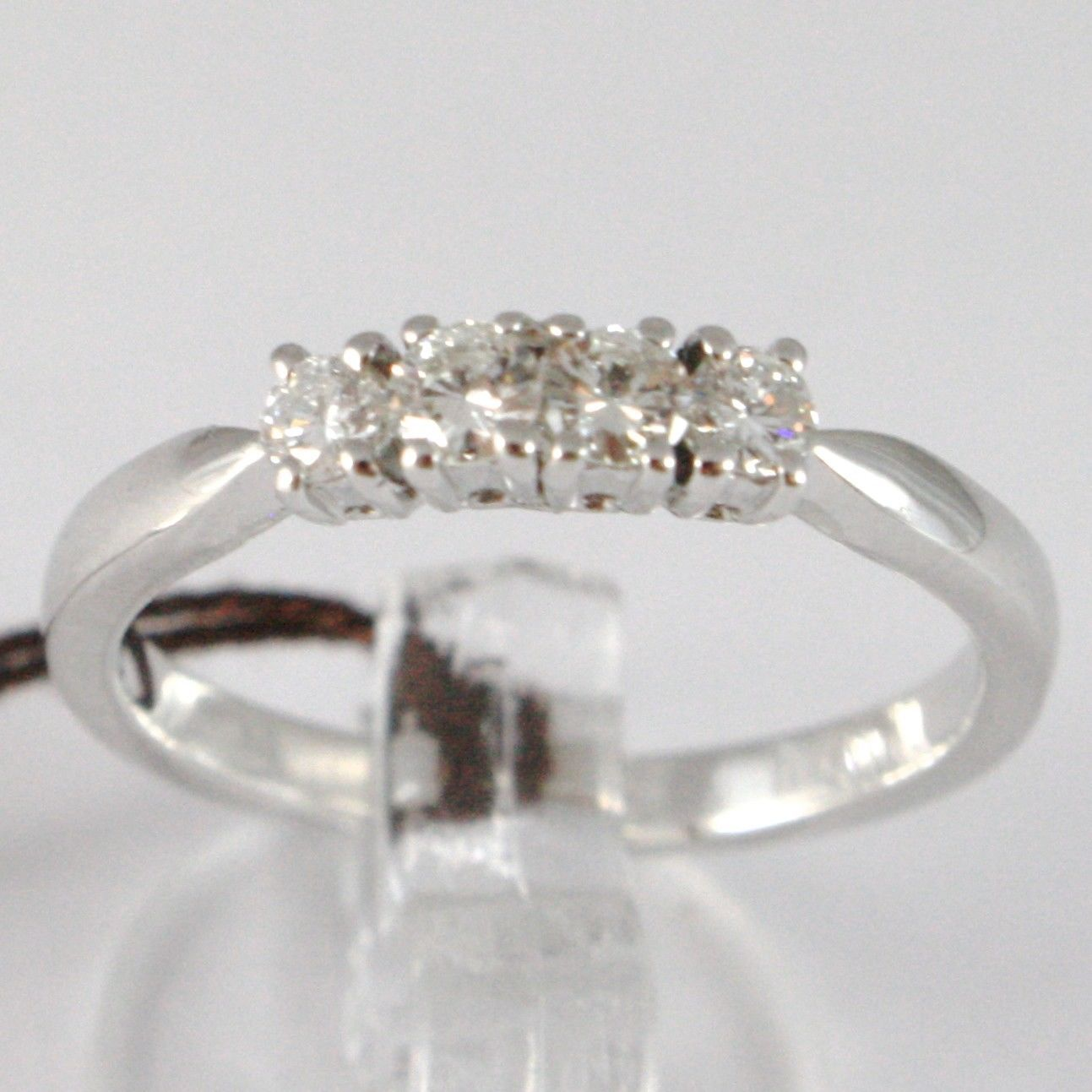 BAGUE EN OR BLANC 750 18K, VERETTA 4 DIAMANTS CARAT EN TOUT 0.29, TIGE CARRÉ