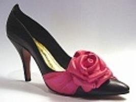 La Rosa-Beverly Feldman Exclusive Black Pump Pink Rose Just the Right Shoe - $29.99