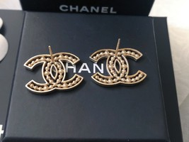 100% AUTH NEW CHANEL 2019 SS XL Large Gold CC Crystal PEARL Stud Earrings image 8