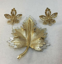 Brooch Pin & Clip On Earrings Sarah Coventry Maple Leaf Vintage Set Gold Tone - $18.76
