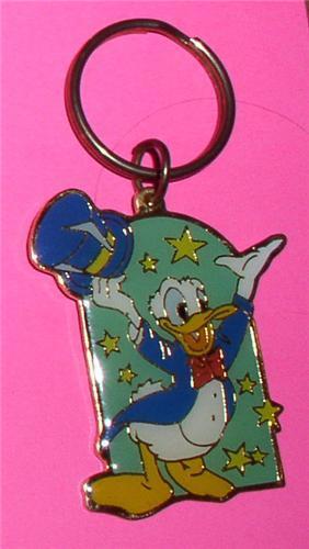 Walt Disney Donald Duck Magician metal key chain
