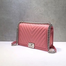 AUTH CHANEL BABY PINK CHEVRON QUILTED QUILTED LEATHER NEW MEDIUM BOY FLAP BAG  image 3