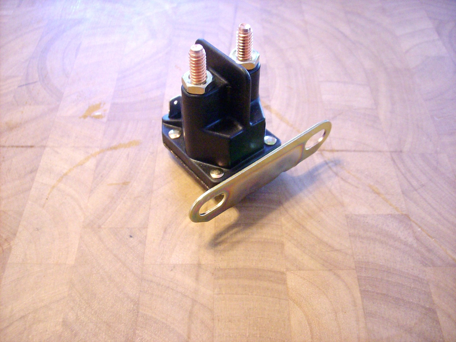 Starter Solenoid John Deere L100  L105  L108  L110  L111  L118  L120  Am138068
