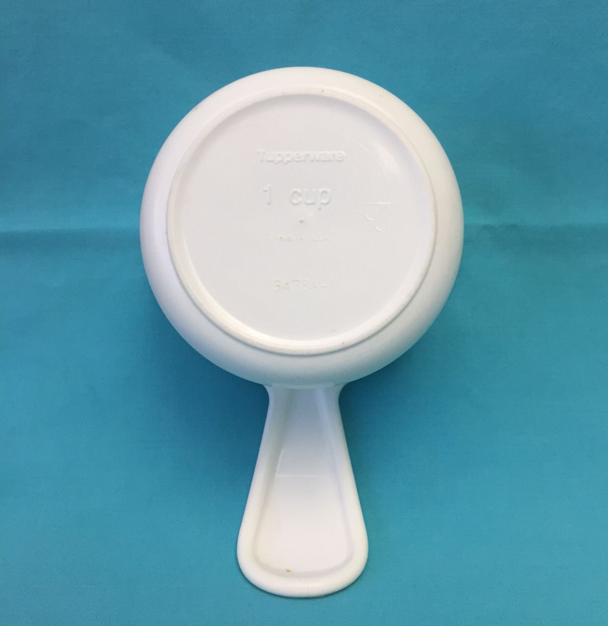Vintage Tupperware measuring cups full set of 6 curved handles white with blue image 3
