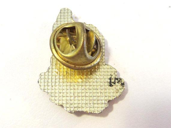 Vintage jewelry Christmas enamel pin