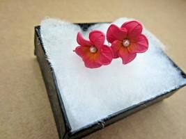 Vintage Handmade Clay Pink Orange Hibiscus Hawaiian Flower Faux Pearl Ea... - $11.64