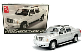 AMT 2005 Cadillac Escalade EXT 1:25 Scale Model Kit AMT-680 New in Box - $27.88