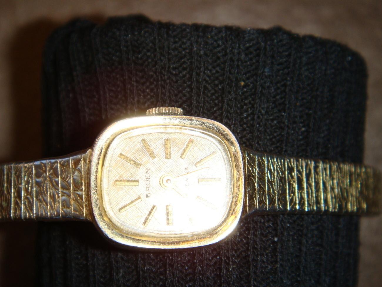 Gruen 17-jewel Swiss ladies' vintage windup wristwatch
