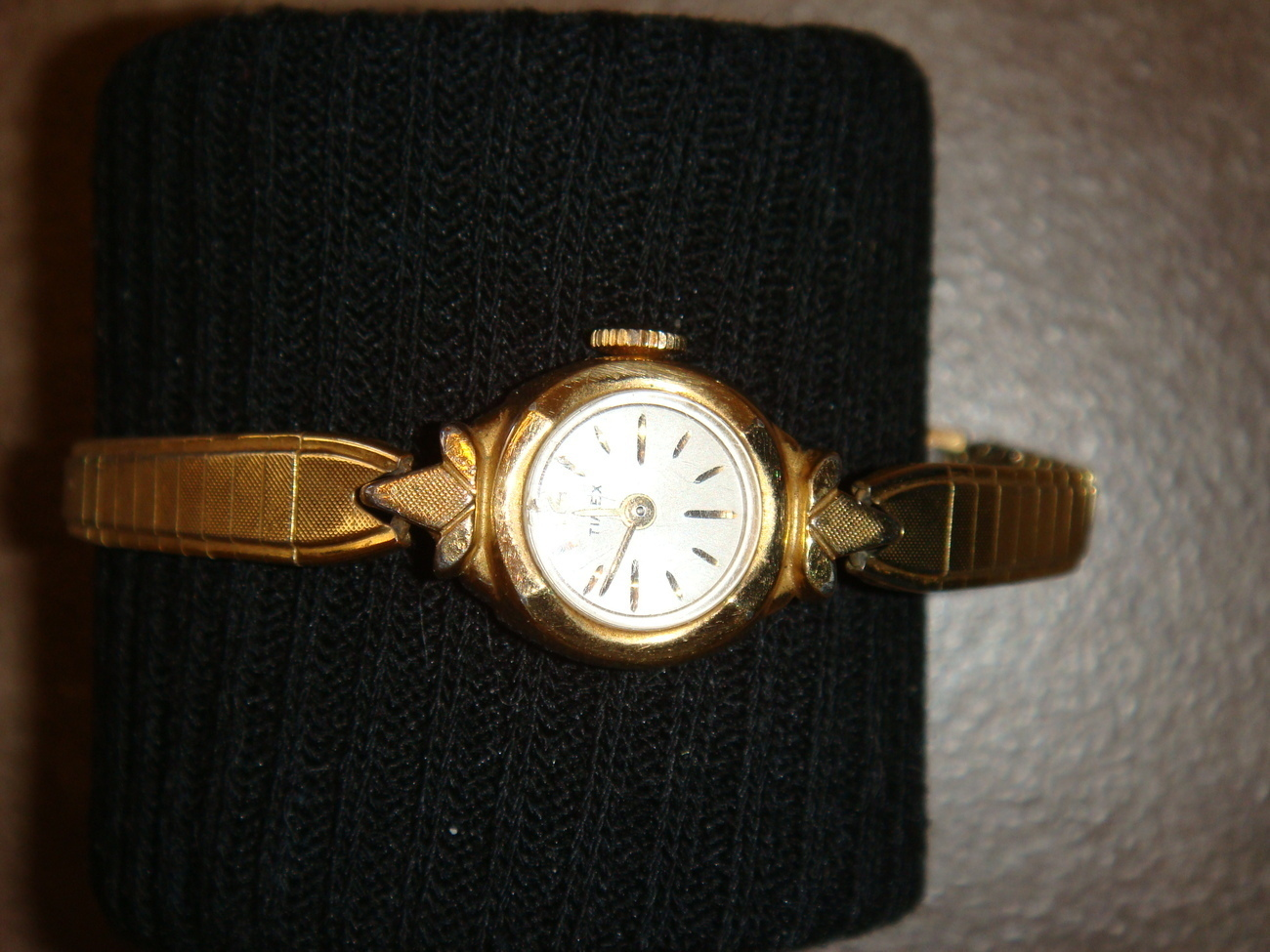 Timex petite ladies' windup watch 1970s collectible