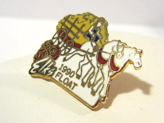 Vintage jewelry goldtone Elks enamel pin/brooch
