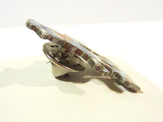 Vintage jewelry Worlds Fair 84 enamel pin/brooch
