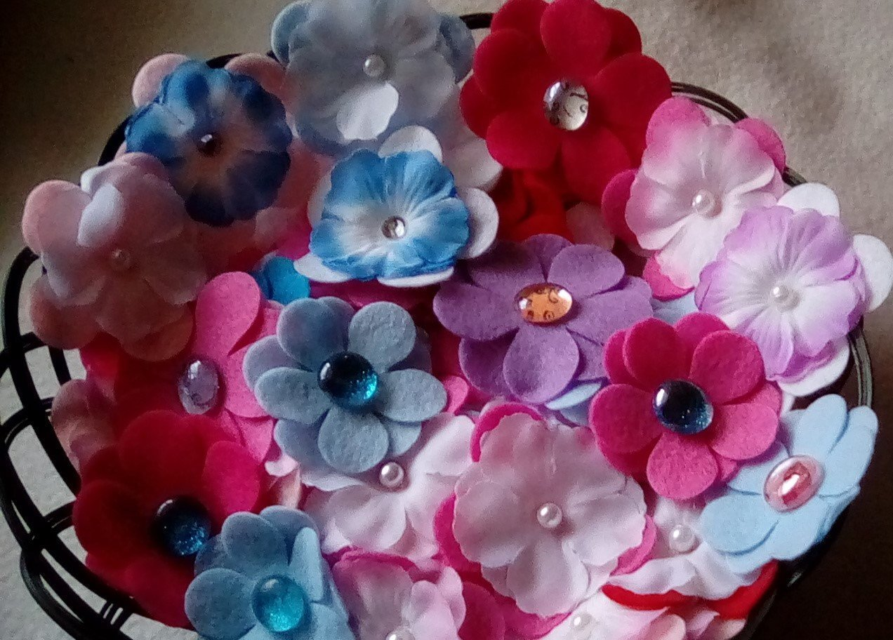 100 Assorted Random Mix Felt Flower Die Cut Felt Small and Large