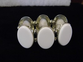 White On Silver Tone Chunky Stretch Bracelet Costume Fashion Jewelry - $10.66