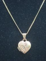 Sweetheart Blumenmuster Medaillon 9k Gold Anhänger 45.7cm Kette - 1.8g - $136.64