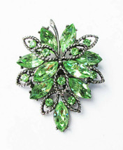 Vintage emerald green rhinestone leaf pin original stones great shape - £19.05 GBP