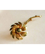 Vintage Costume Jewelry Gold Tone 3D Daisy Flower Brooch Pin Detailed Fi... - $17.99