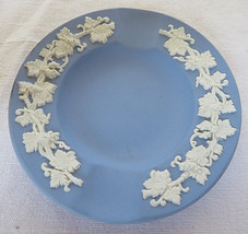VTG 1952 WEDGWOOD Jasperware Blue Ashtray Round Shape made in England - $20.00